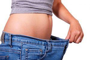 tomar agua puede ayudar a bajar de peso