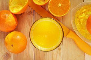 Jugo de naranja exprimido de varias Naranjas