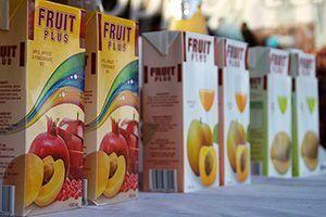 Jugo de fruta en caja