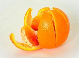Naranja entera en trozos