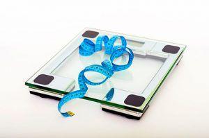 recomendaciones para evitar subir de peso durante fin de año - pesarse