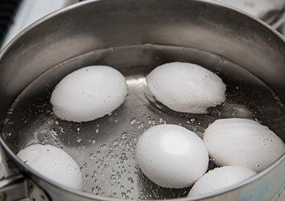 Como cocinar huevos duros hervidos