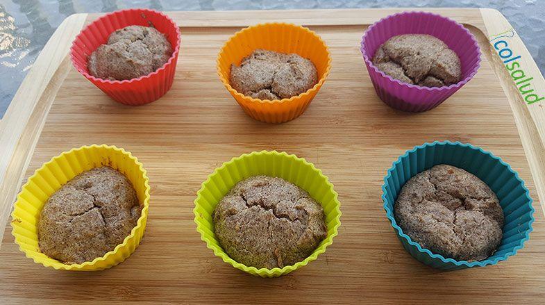 Cupcakes de Vainilla y Linaza en moldes de colores