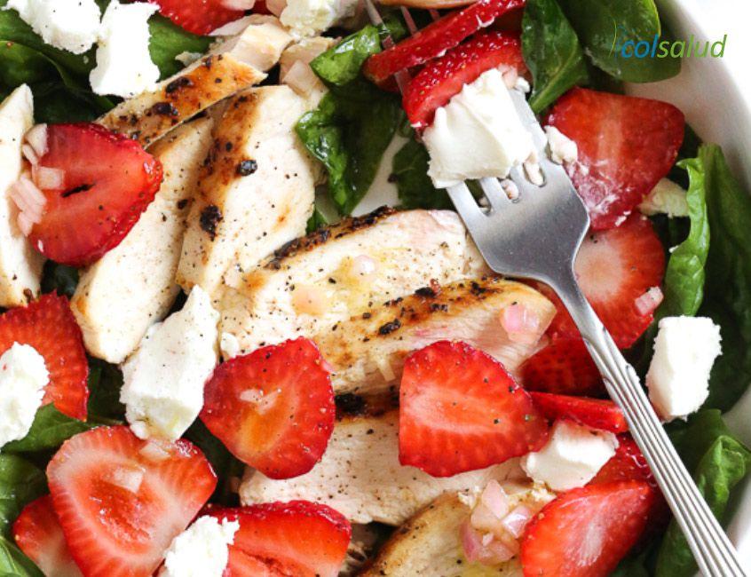 ensalada pollo frutilla