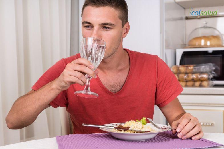 beber-liquidos-comida3
