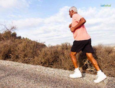 ejercicios para bajar de peso - Hombre trotando
