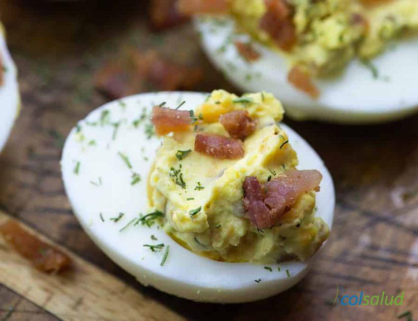 huevos-rellenos-tocino